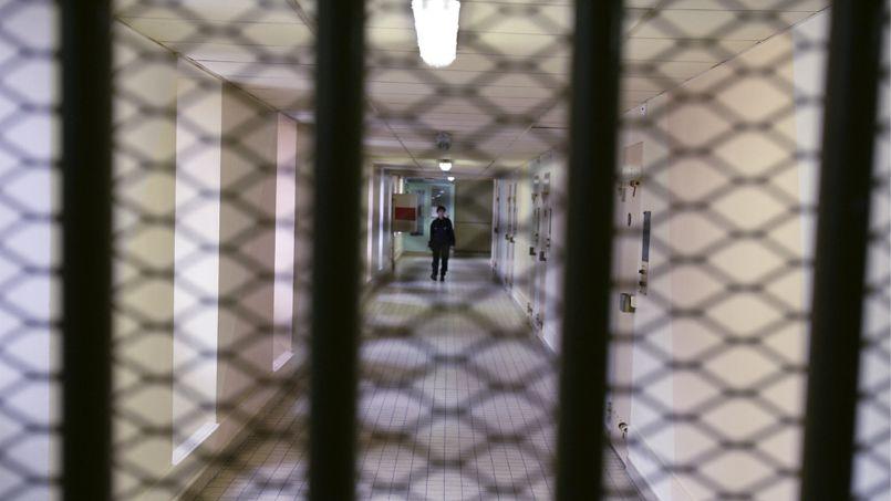 La remise en liberté de trois voyous relance la querelle police-justice