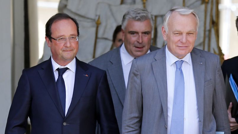 François Hollande et Jean-Marc Ayrault, vendredi, à la sortie du Conseil des ministres.