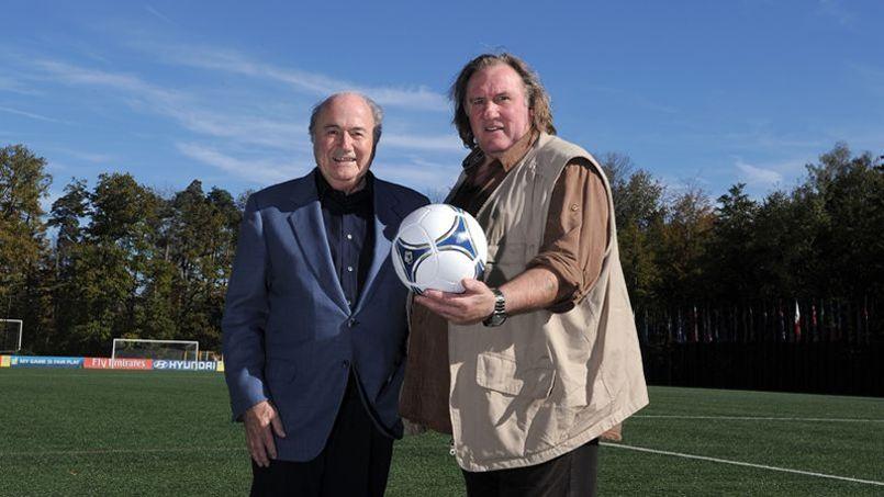 Gérard Depardieu et Sepp Blatter, l'actuel président de la Fifa.