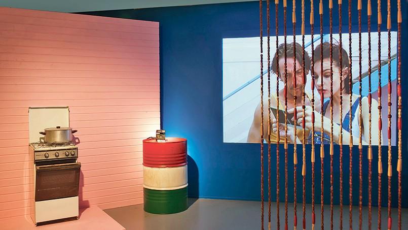Chaque pièce de cette exposition est un décor, un climat intérieur. Ci-dessus, la cuisine <i>de </i> <i>37,2° degrés le matin.</i>