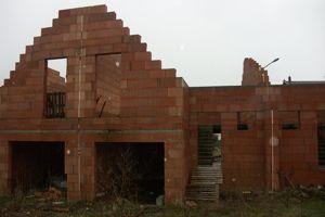 Maisons encore en chantier, à Cutry @François Guerrand.