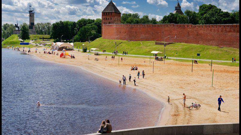 Arrosée par la rivière Volkhov, la paisible ville de Novgorod conserve toute la richesse du patrimoine russe.