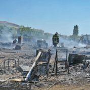 Tensions autour du camp de Roms incendié