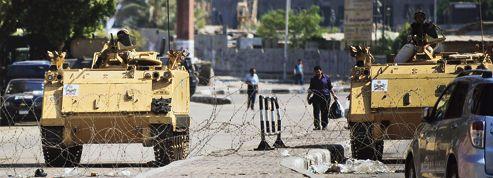 La fermeté de l'armée divise les Égyptiens