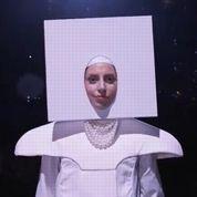 Lady Gaga chante Applause en public