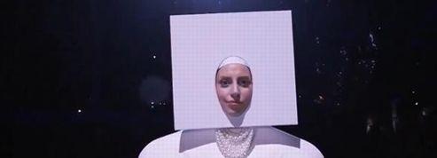 Gaga chante Applause en public pour la première fois