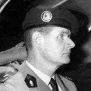 «Un homme sensible en costume d'officier»