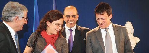 Manuel Valls veut doubler le nombre de naturalisations
