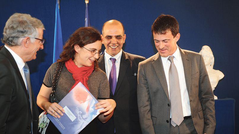 Le ministre de l'Intérieur, Manuel Valls, accompagné du ministre des Anciens Combattants, Kader Arif, et du maire de Toulouse, Pierre Cohen (à gauche), assistent à une cérémonie de naturalisation, le 18 octobre dernier, dans la Ville rose.