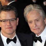 Michael Douglas et Matt Damon aux Emmy Awards
