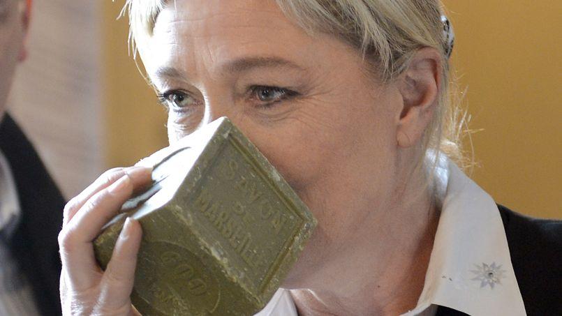Marine Le Pen, le 1er février, dans une savonnerie de Marseille.