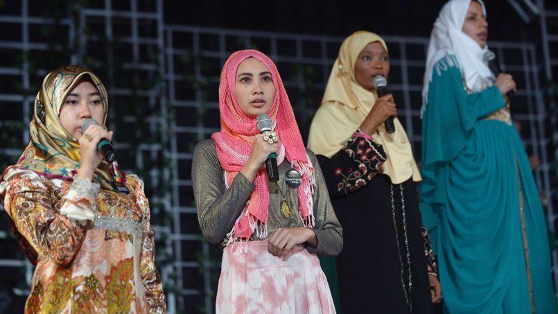 Quatre candidates de World Muslimah, originaire de Brunei, d'Indonésie, du Nigeria et d'Iran