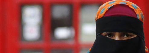 Le débat sur le niqab trouble le Royaume-Uni