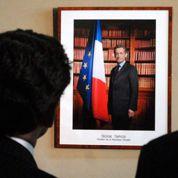 Il refuse de décrocher le portrait de Sarkozy