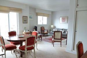 Métro Boucicaut, un 55m² situé au 7e étage a été vendu après négociation 470.000€ par l'agence Century 21 Quai Ouest.