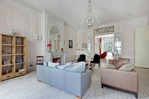 Près du Quai d'Orsay, dans le VIIe, ce bel appartement de 221m² a été vendu 2,8M€ par Féau.