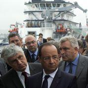 Hollande hésite à recadrer ses ministres