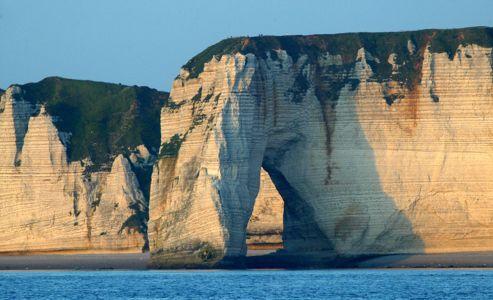 Les falaises d'Étretat parmi les Grands Sites de France