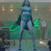 Bruno Mars met Freida Pinto à nu