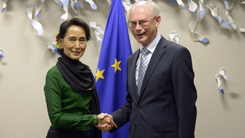 Le chef de l'opposition birmane, Aung San Suu Kyi, en compagnie du président du Conseil européen Herman Van Rompuy.