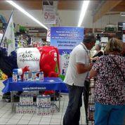 Les agriculteurs vantent le lait équitable à Paris