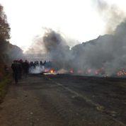 Écotaxe: la mobilisation prend un tour violent