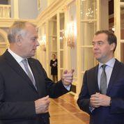 Ayrault vante «le génie de la France» en Russie