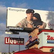 Un soldat et une femme voilée : la pub américaine qui divise