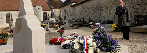 Défilé de politiques sur la tombe du général de Gaulle
