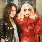 Miley Cyrus et Lady Gaga partent en fumée