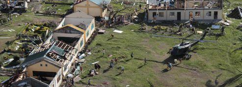 L'aide laborieuse aux rescapés du typhon