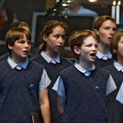 La puberté précoce des garçons pose problème aux chorales