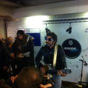 M prend des risques dans le métro avec son concert surprise