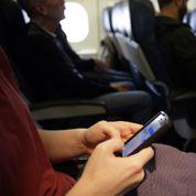 Stewards et hôtesses opposés aux coups de fil dans les avions