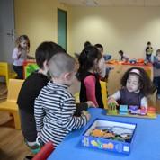 Garde d'enfants: la Cour des comptes pointe des disparités