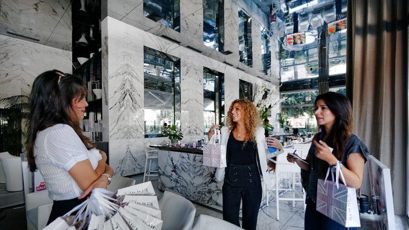 Le bar du restaurant de la Maison Blanche, un lieu de rendez-vous considéré aujourd'hui comme l'une des adresses les plus prisées de la ville.