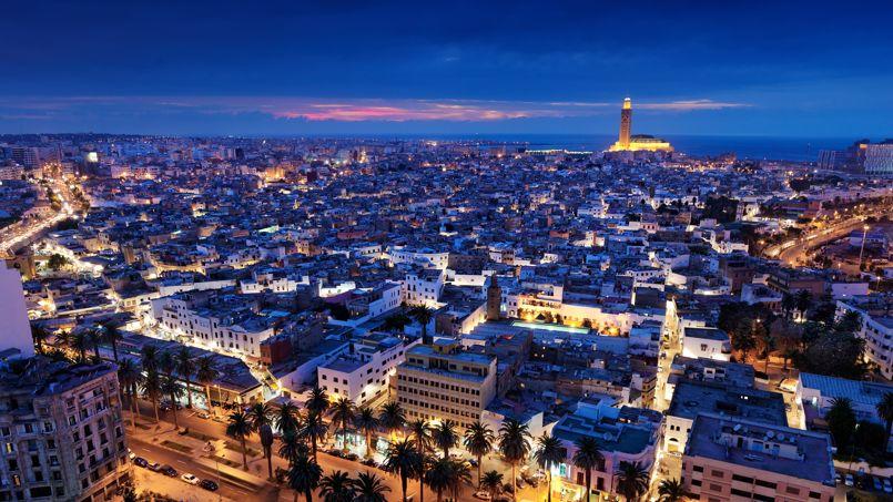 Casablanca ne se livre pas dans l'instant. Il faut beaucoup marcher, s'arrêter dans les ruelles, les cours d'immeuble, les cages d'escalier pour en saisir le charme.