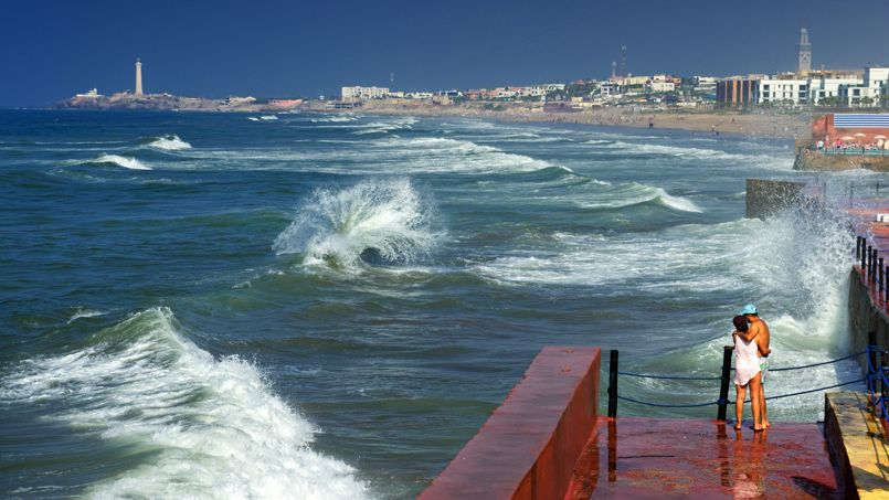L'océan joue un rôle important dans la vie des Casaouis. Ici, on vient le contempler depuis le front de mer.