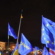 Ukraine : les manifestants font le siège du gouvernement