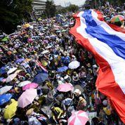Manifestations de masse dans les rues de Bangkok
