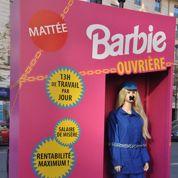 Barbie ouvrière pour dénoncer l'exploitation des ouvriers chinois