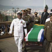 Le cercueil de Mandela transporté et exposé à Pretoria