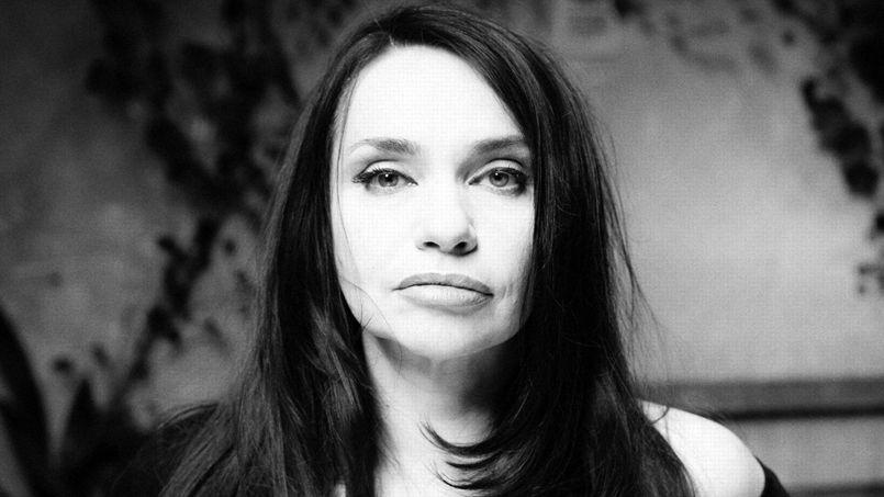 Béatrice Dalle fait ses débuts au théâtre dans Lucrèce Borgia