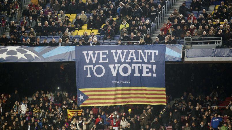 Des supporteurs ont déployé une banderole favorable au référendum sur l'indépendance, mercredi, lors du match de Ligue des champions entre Barcelone et le Celtic Glasgow.