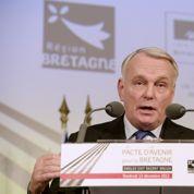Ayrault signe en Bretagne le «pacte d'avenir» de la région