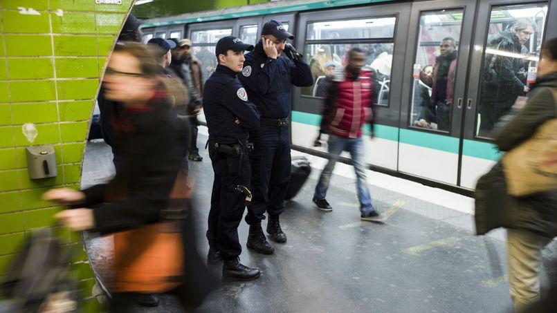 Le métro parisien, lieu de prédilection pour les pickpockets et les voleurs.