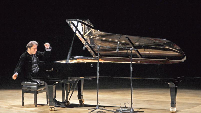 Le pianiste turc, Fazil Say, en concert à Ankara, en octobre 2010.