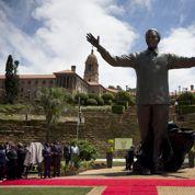 Une statue de Mandela à la manière du Christ Rédempteur