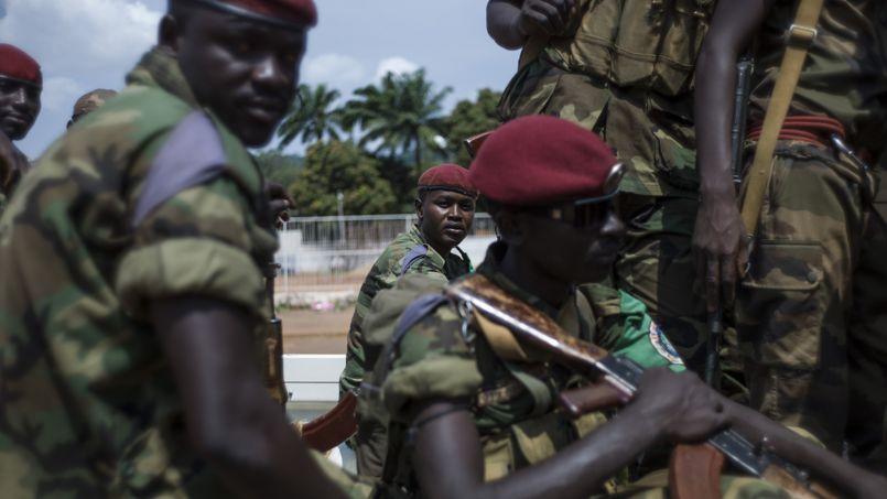 Des soldats tchadiens de la Fomac (Force multinationale de l'Afrique centrale) patrouillent dans les rues de Bangui.