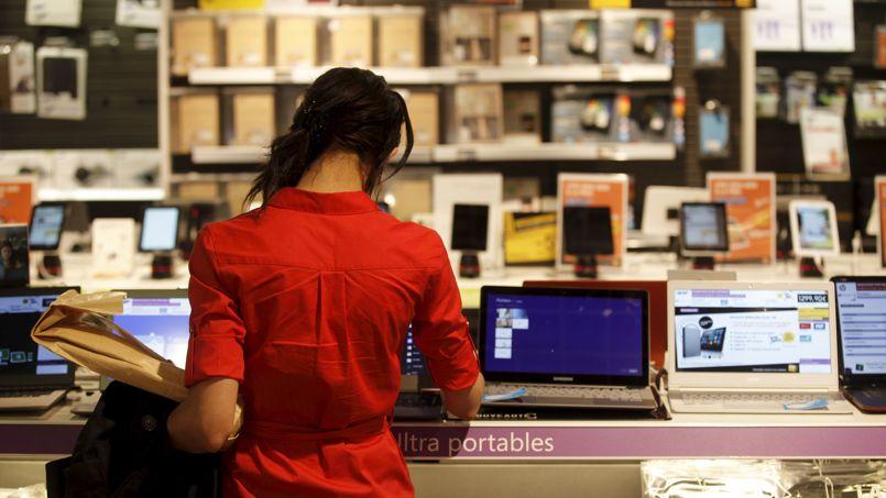 Ordinateurs, téléviseurs, téléphone portables: les prix des biens et équipements d'information et télécommunications ont chuté en moyenne de -4,4% par an depuis 1960. Crédit: Jean-Christophe Marmara/Le Figaro.
